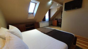 soba PREMIUM SA GALERIJOM 10 - Hotel Tara (1)